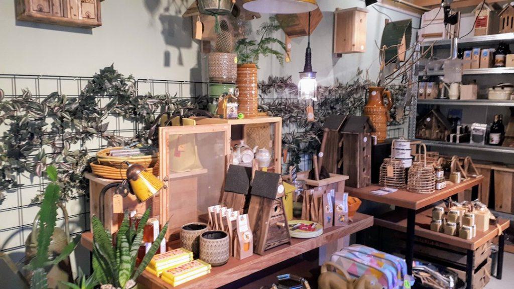 bij lokaal woonwinkel conceptstore vintage tweedehands nieuw decoratie